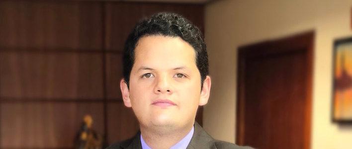 Abg. Martín Izurieta Sánchez